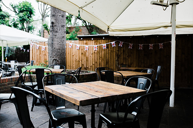 Outdoor dining pub garden, Dorney, Buckinghamshire