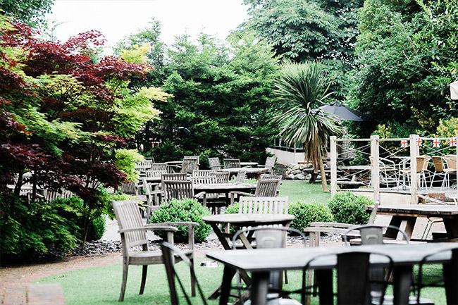 Nice pub garden, Dorney, Buckinghamshire
